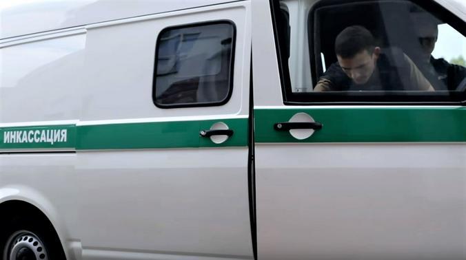 """Зарплата инкассатора более 95 тысяч, а услуги водителя-телохранителя оплачиваются еще лучше / Скриншот видео на YouTube-канале"""" Профессионал Клуб боевых единоборств"""""""