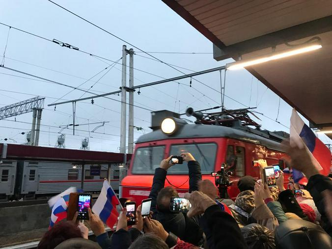 Каждый хотел запечатлеть момент прибытия поезда на вокзал / Валентина Васильева специально для «Вечерней Москвы»