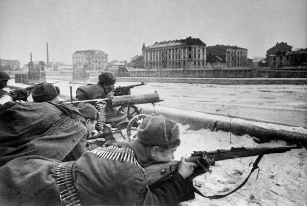 Советские войска ведут бои за город Краков / РИА Новости