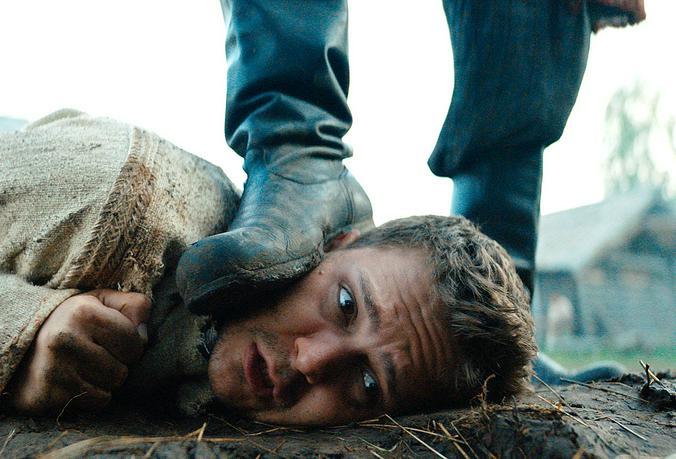 Комедия «Холоп» вышла на первое место в российском прокате по кассовым сборам / Кадр из фильма «Холоп»