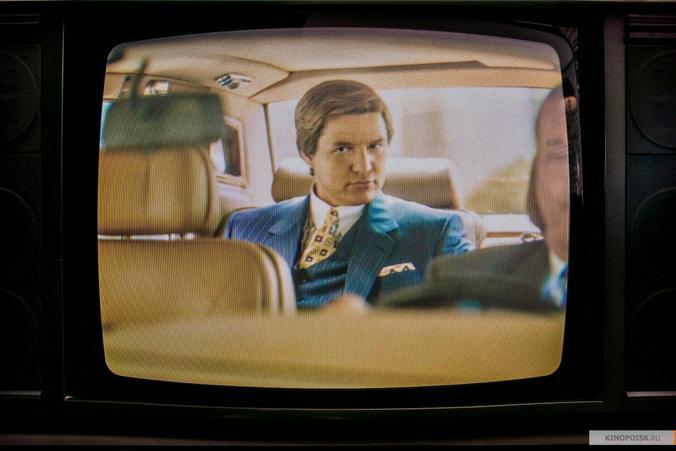 Педро Паскаль в роли Максвелла Лорда, одного из персонажей «Чудо-женщины: 1984» / Кадр из фильма «Чудо-женщина: 1984»