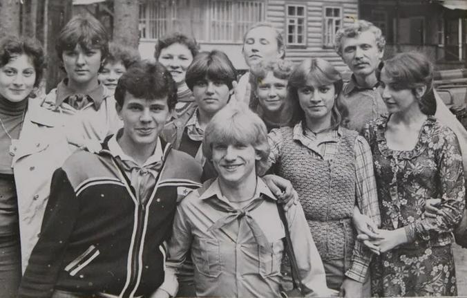 Старшеклассник Михаил Мишустин (слева на переднем плане) на фото из архива школы № 7 города Лобня / Фото из архива МБОУ СОШ №7 города Лобня