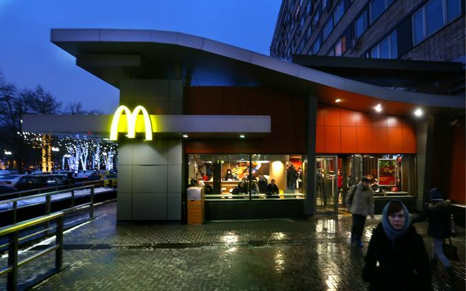 31 января «Макдоналдс» на Пушкинской будет продавать гамбургеры по 3 рубля / Валерий Шарифулин / ТАСС