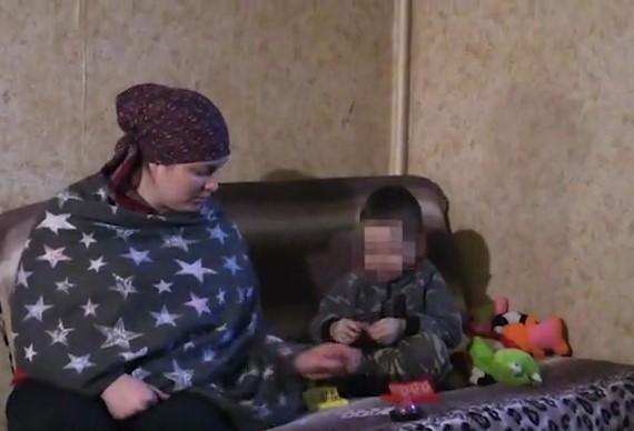 Детей-то должно быть жалко? Материнская любовь выше и сильнее, чем любовь к очередному сожителю / Скриншот видео