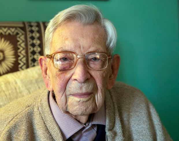 Титул старейшего мужчины в мире перейдет британцу