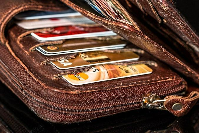 В некоторых случаях за автоплатежи банки могут брать комиссию, так что стоит заранее ознакомиться со всеми условиями оформления этой услуги / pixabay.com
