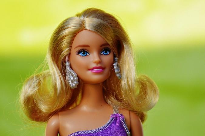 Чем более реальными взрослые делают игрушки, тем меньше детям приходится «доигрывать» / pixabay.com