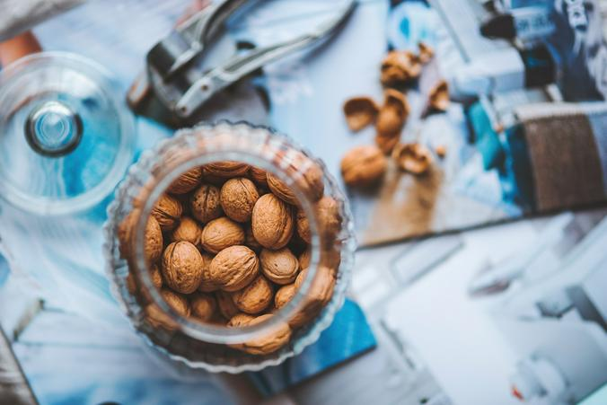 Можно последовать американской традиции и подарить второй половинке банку с орехами / Free / pixabay.com