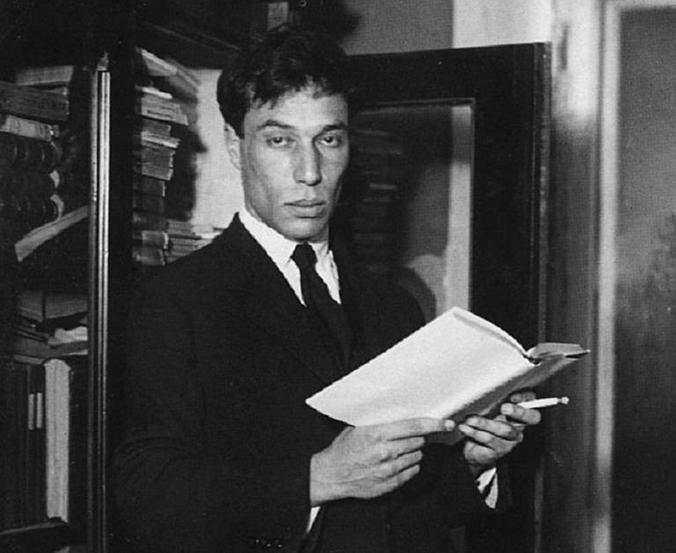 В советское время все кругом плакали, что последняя публикация Пастернака была 25 лет назад, что «Доктора Живаго» не издают, а теперь он — в школьной программе   / Wikipedia / Общественное достояние