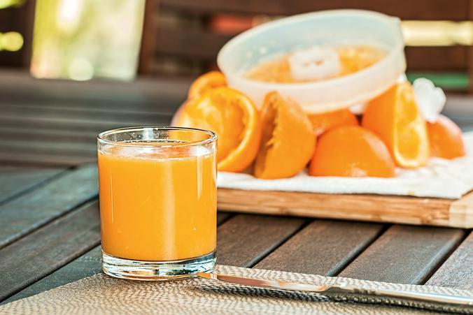 Натуральные соки не следует нагревать до горячего состояния, иначе их полезные свойства будут утеряны / pixabay.com/ru