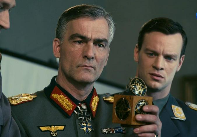 Для меня фильм — живой организм / Кадр из сериала «Истребители-2. Последний бой». Вольфганг Черни (справа) в роли Бельке