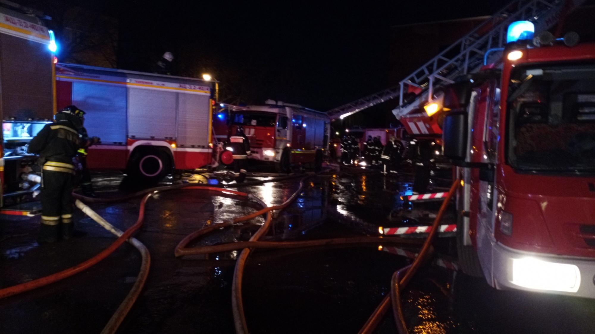 Четыре человека погибли и один пострадал при пожаре в доме в Екатеринбурге