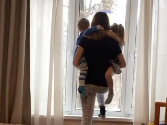 Под снимком Катерина Диденко написала: «Вы хотите, чтобы я в окно вышла?»… / @didenko.katerina / Официальный аккаунт Екатерины Диденко в Instagram