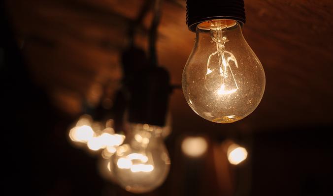 В 1879 году Томас Эдисон довел до совершенства лампу накаливания, которая полностью вытеснила дуговые лампы / pixabay.com