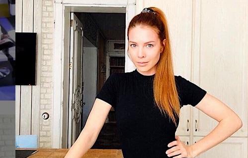 Беременная Подольская в красном купальнике удивила фанатов стройной фигурой