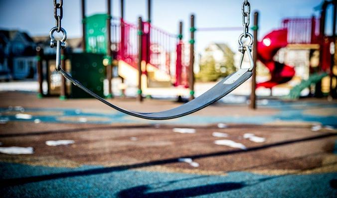 Как объяснить ребенку, что «в соответствии с режимом самоизоляции» гулять на улице, где так кокетливо светит солнце, нельзя? / pixabay.com