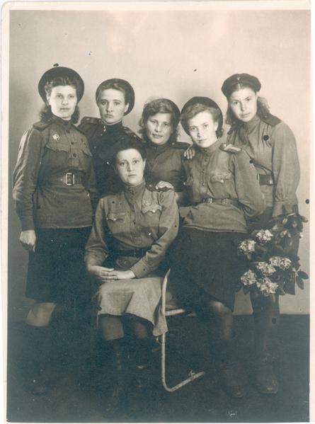 Анна Белова (вторая справа) / Из личного архива