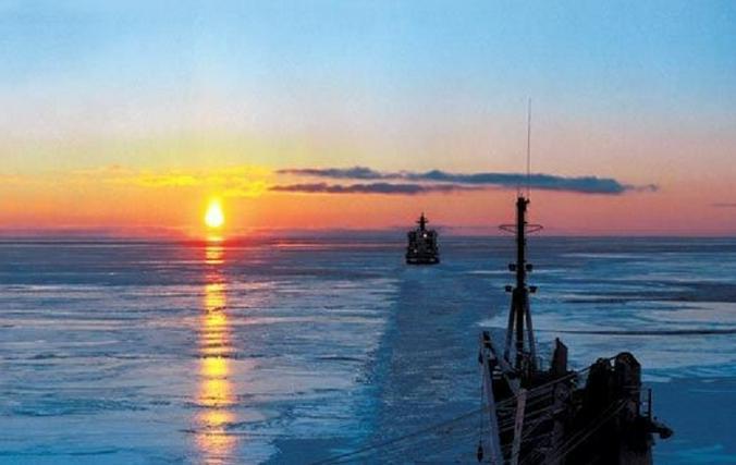 Я сделал кадр, как наш ледокол «Арктика» идет на закат / из личного архива Игоря Воеводина