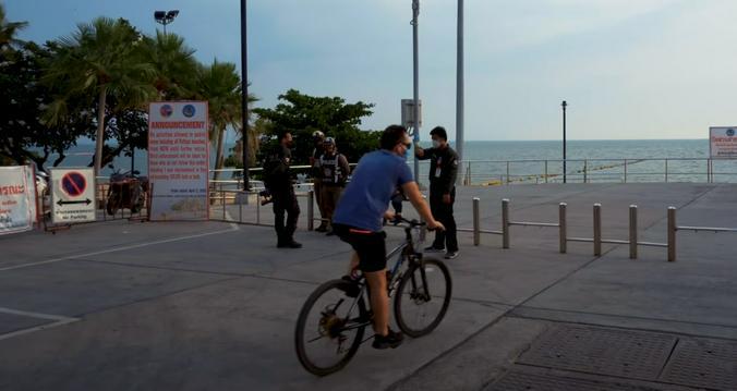 На пляжах патрулирует полиция / Фото из личного архива семьи Домогаровых