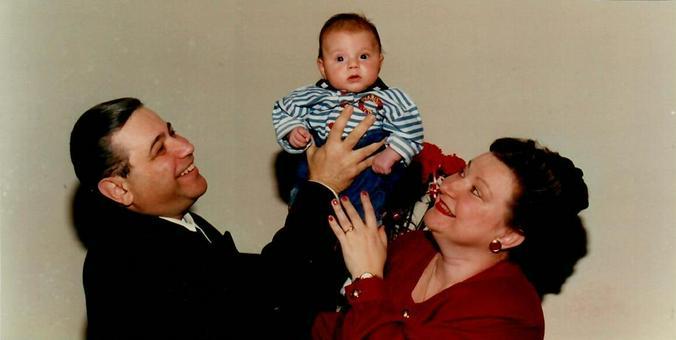 Елена Степаненко и Евгений Петросян с первым внуком Андреем, 1994 год / Из личного архива Елены Степаненко