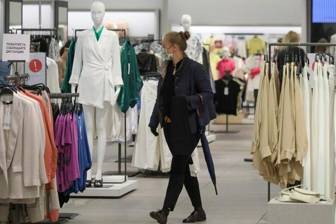 Зеркала во многих магазинах — «с секретом»: они показывают тебя худее, чем есть на самом деле / Андрей Никеричев / АГН «Москва»