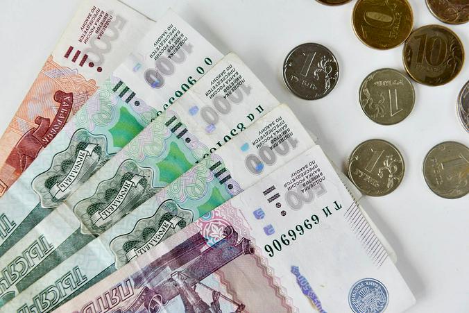 Москвичи активно забирают рублевые вклады из банков / Анна Куприянова, «Вечерняя Москва»