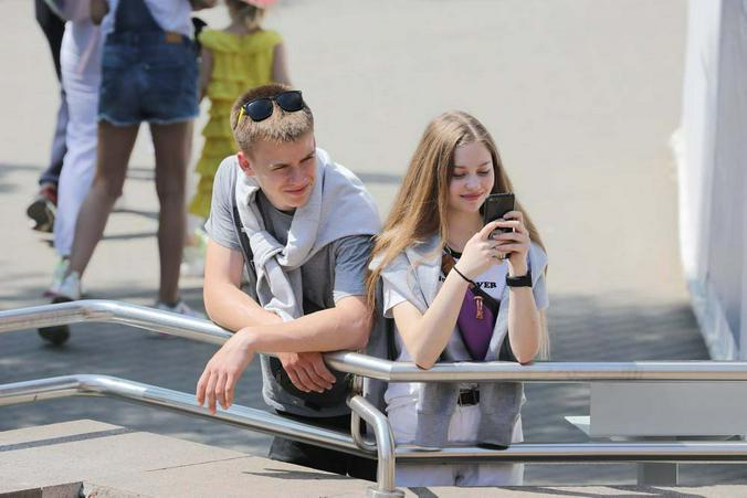 «А скинь фото?» — просьба, которую хотя бы раз слышала каждая девушка / Софья Сандурская / АГН «Москва»