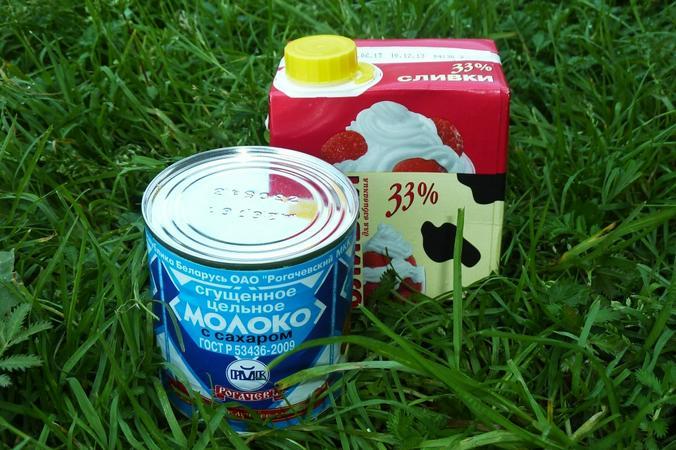 Нам понадобится банка сгущенного молока и пол-литровая пачка очень жирных 33-процентных сливок / Олег Сыров, «Вечерняя Москва»
