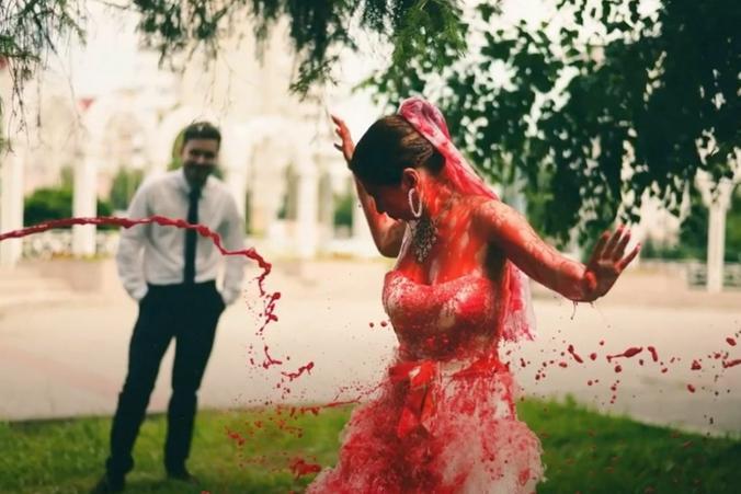 В социальных сетях появились фото и видео облитой кровью невесты из Казани / youtube.com / «ФемКызлар» Казань