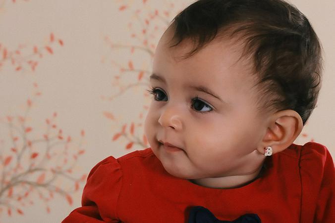 Какая необходимость колоть в таком возрасте уши? / pexels.com / Bassam Abo Hamed
