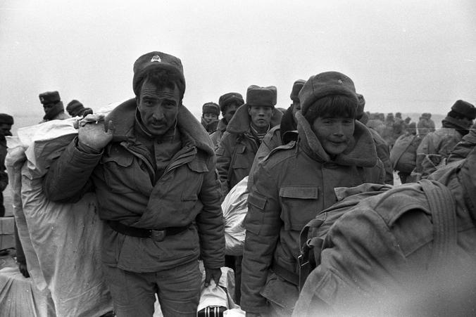 40 лет назад советские войска вошли в Афганистан / ZERKALO / Виктор Хабаров, «Вечерняя Москва»