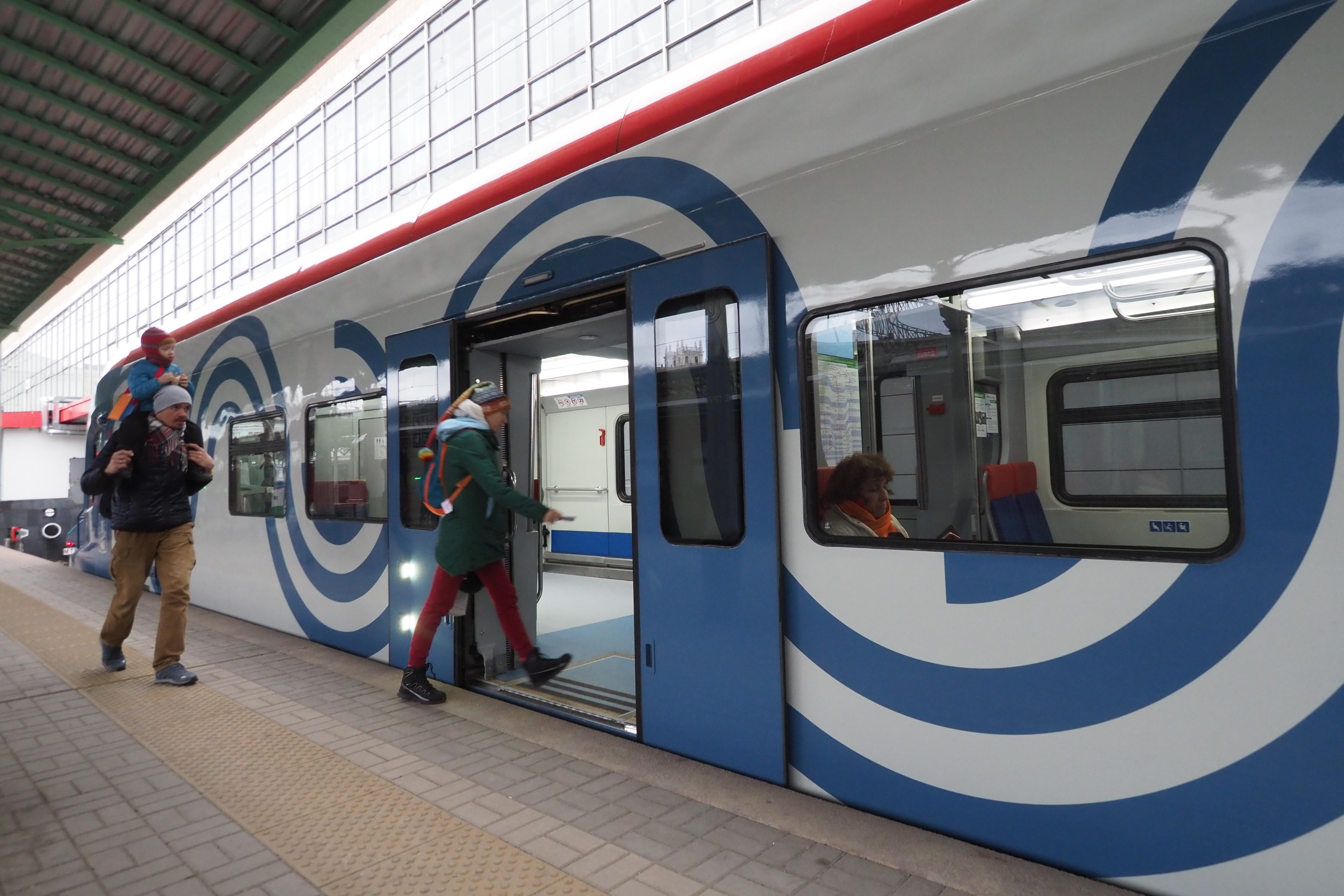 Сотрудники ЦППК 23 февраля и 8 марта подарят пассажирам около 150 тысяч открыток