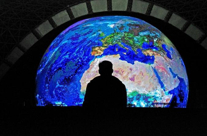 Глобализация, по сути, создала две экономики: региональную и глобальную / Анастасия Мальцева, «Вечерняя Москва»