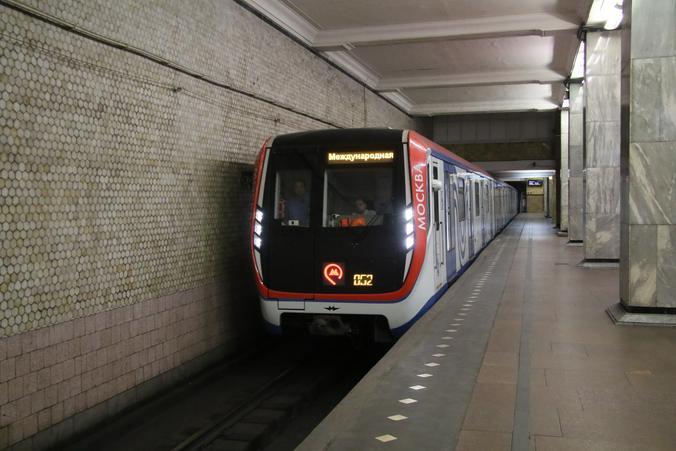 Воплощением цифровизации стал поезд «Москва», в нем есть максимально большое количество сервисов. Это и Wi-Fi, и повышенная шумоизоляция, и экраны, с помощью которых можно построить необходимый маршрут / Екатерина Якель, «Вечерняя Москва»