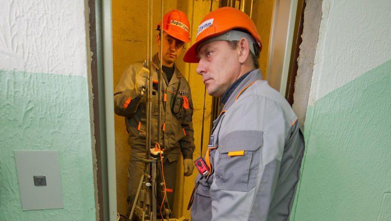 Специалисты планируют заменить 1820 лифтов в столичных домах до конца года