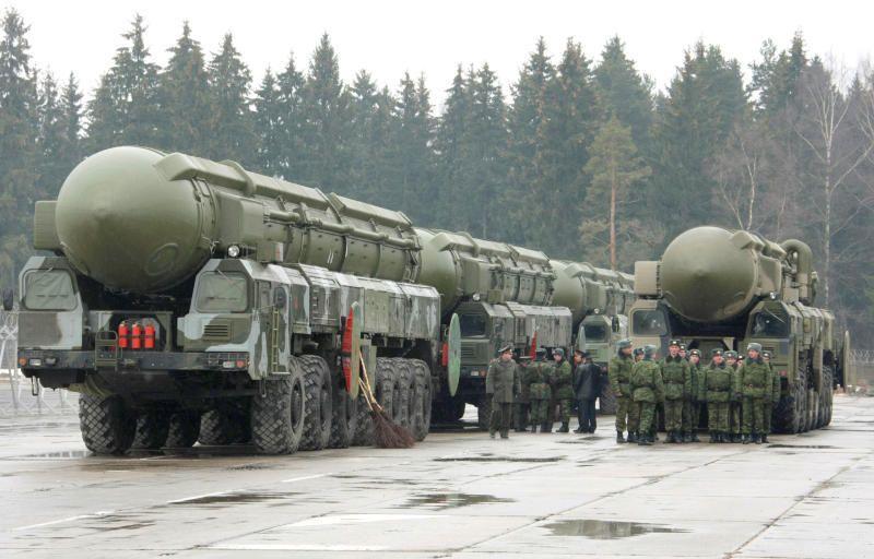 """Северная Корея, возможно, научилась создавать компактный ядерный боезаряд, который можно установить и доставить к цели с помощью баллистической ракеты / Агентство """"Фото ИТАР-ТАСС"""""""