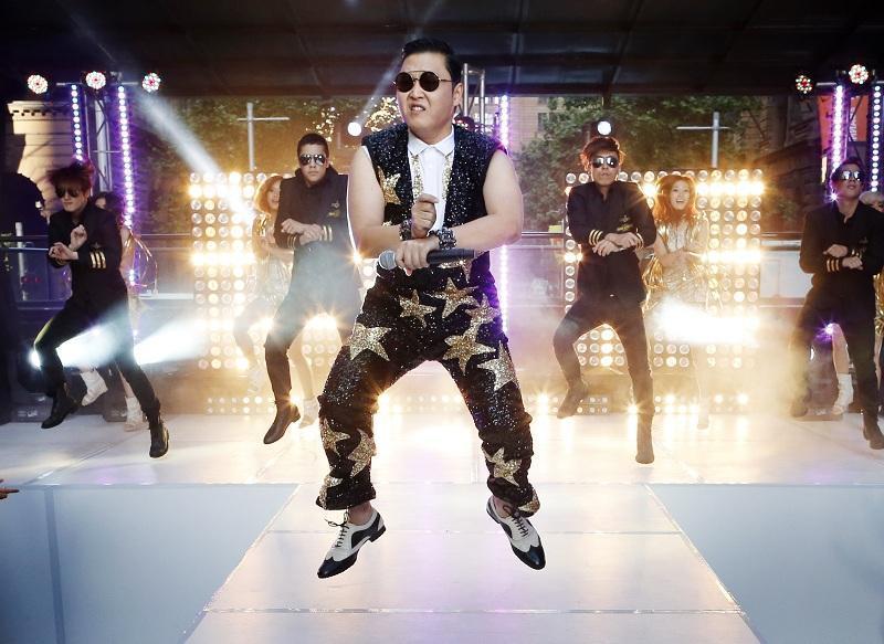Бездомный пес исполнил танец Gangnam style - Вечерняя Москва