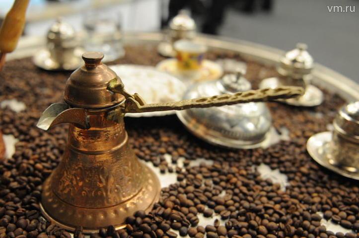 """Эксперты предсказывают сильное повышение цен на кофе к марту следующего года. / Игорь Ивандиков, """"Вечерняя Москва"""""""