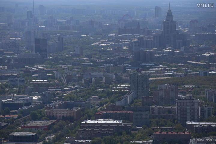 """Со смотровой площадки башни открывается красивая панорама города / Антон Гердо, """"Вечерняя Москва"""""""