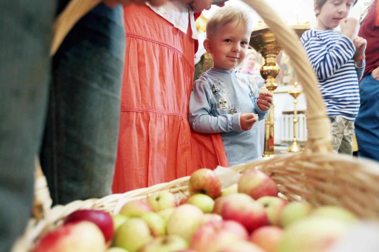 """На гастрономическом фестивале гостей порадуют пятью тоннами яблок 26 различных сортов / Анна Иванцова, """"Вечерняя Москва"""""""