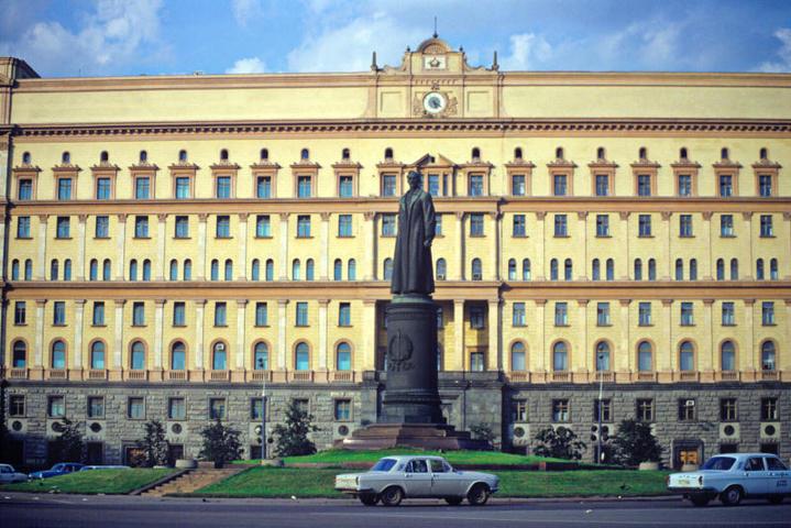 Памятник Дзержинскому служил визуальным стержнем площади с 1958 по 1991 гг. / РИА-НОВОСТИ