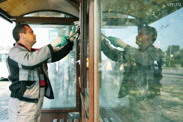 Остановкам нужны зарядные станции для подзарядки терпения пассажиров / Анна Иванцова, «Вечерняя Москва»