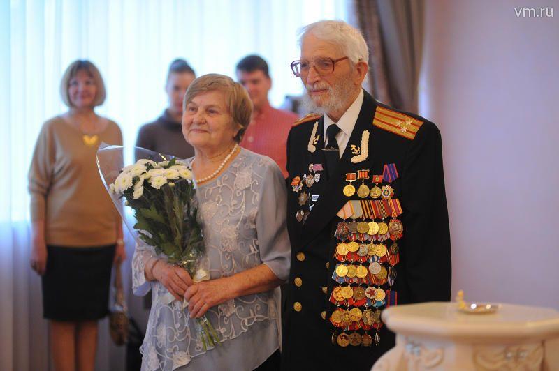 Любовь Васильевна и Илья Анфимович Заломновы в Царицынском отделе ЗАГС