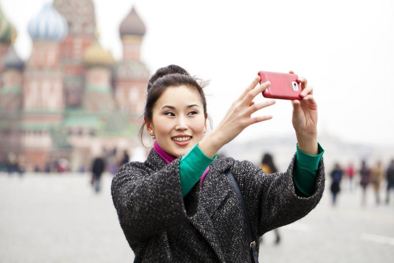 Среди иностранных туристов, посетивших Москву в 2015 году, первое место удерживают за собой туристы из Китайской Народной республики (КНР) / пресс-служба департамента национальной политики, межрегиональных связей и туризма Москвы