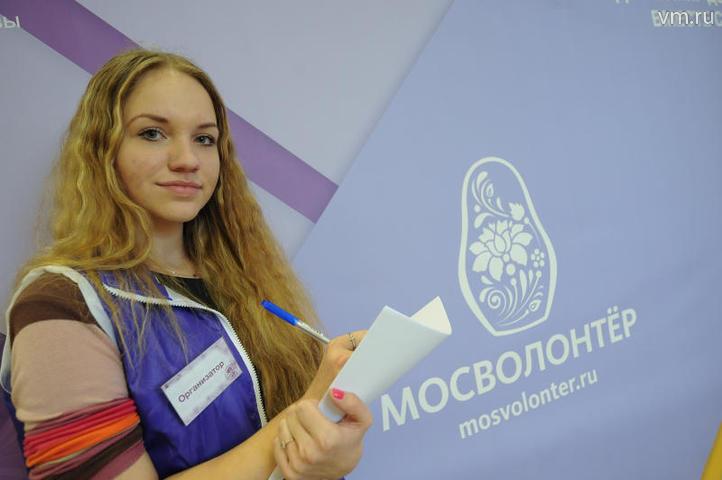 """В этом сезоне желающих научиться быть по-настоящему полезным для столицы оказалось столько,что сотрудники центра «Мосволонтер» были вынуждены прекратить запись / Пелагия Замятина, """"Вечерняя Москва"""""""