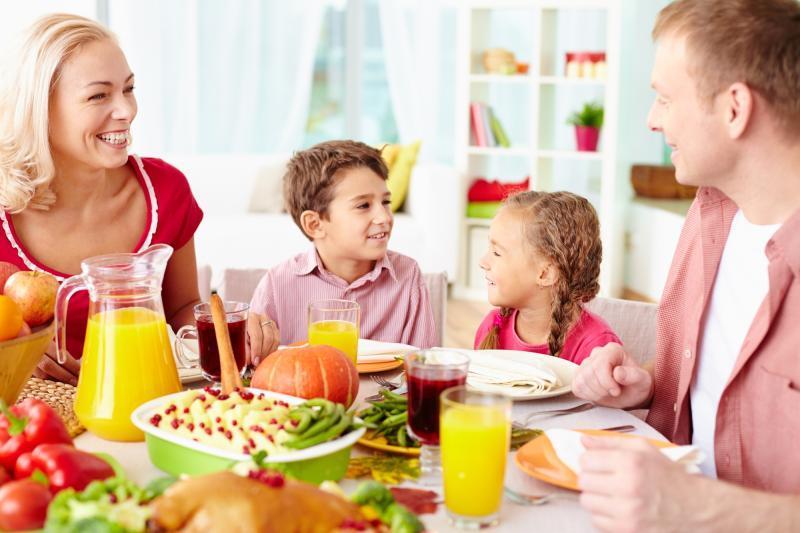 1 января диетологи рекомендуют есть больше фруктов и легких салатов / PHOTOXPRESS