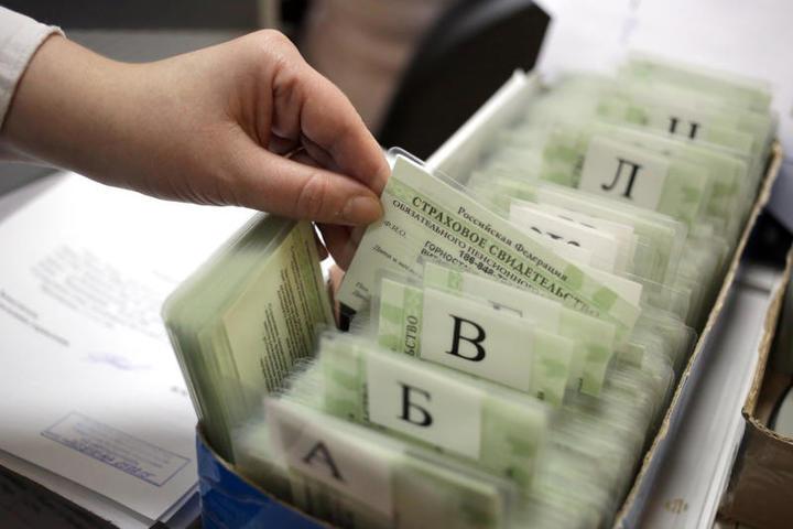 СНИЛСотражает данные, которые становятся основными факторами при назначении или перерасчете пенсии. / Геодакян Артем/ТАСС