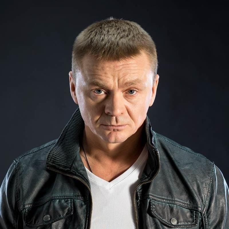 Главную роль в сериале сыграл Владимир Сычев. Его герой — военный, прошедший через несколько горячих точек и так и не ставший гражданским человеком / Фото ТНТ