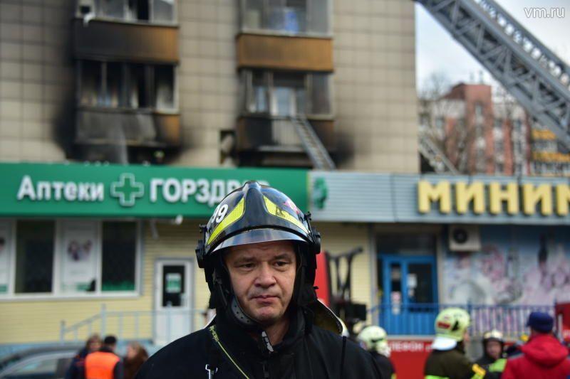 """Спасатели эвакуировали из пожара около 40 человек / Антон Гердо,""""Вечерняя Москва"""""""