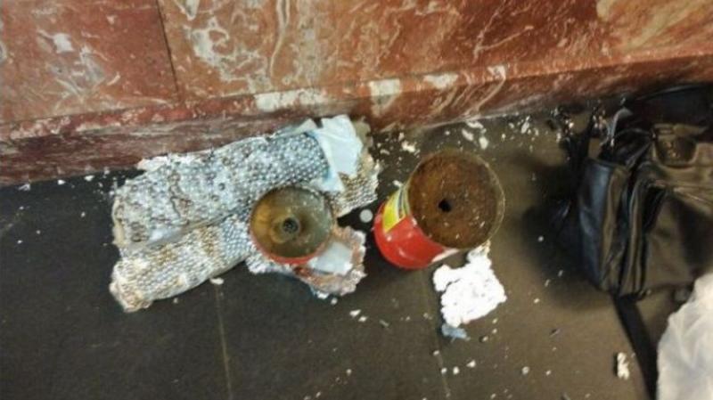 Второе взрывное устройство было найдено на станции «Площадь Восстания». В бесхозной сумке находилась самодельная бомба, замаскированная под огнетушитель / Пресс-служба РЕН ТВ